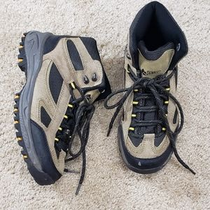 [Denali] Size 5 Leather Hiking Shoes